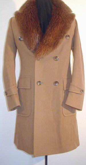 Manteau d'époque pour homme avec collet de castor. Vintage men's coat with beaver fur collar.