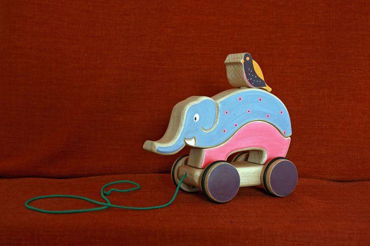 Dans la catégorie des jouets à tirer voici mon éléphant à tirer. C'est un éléphant en deux partie à monter avec un sympathique compagnon sur son dos.  Il est réalise ent - 16431572