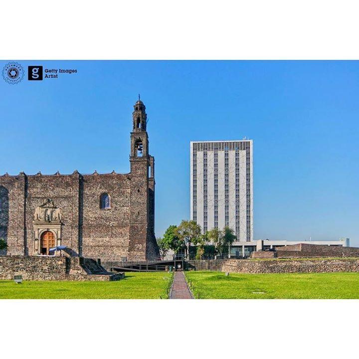 Tlatelolco y su Plaza de las Tres Culturas en donde uno ve las tres etapas de la historia de México: ruinas de templos Aztecas el Templo de Santiago de Tlatelolco de la colonia y el museo de la UNAM (antigua sede de Relaciones Exteriores) de tiempos modernos. http://ift.tt/2zjfpT2 - http://ift.tt/1HQJd81
