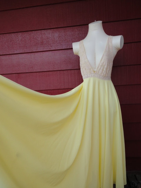 """Vintage 50s 60s Yellow Nightgown with Cream Lace and a 254"""" Skirt by Saramae 36 bust S M"""