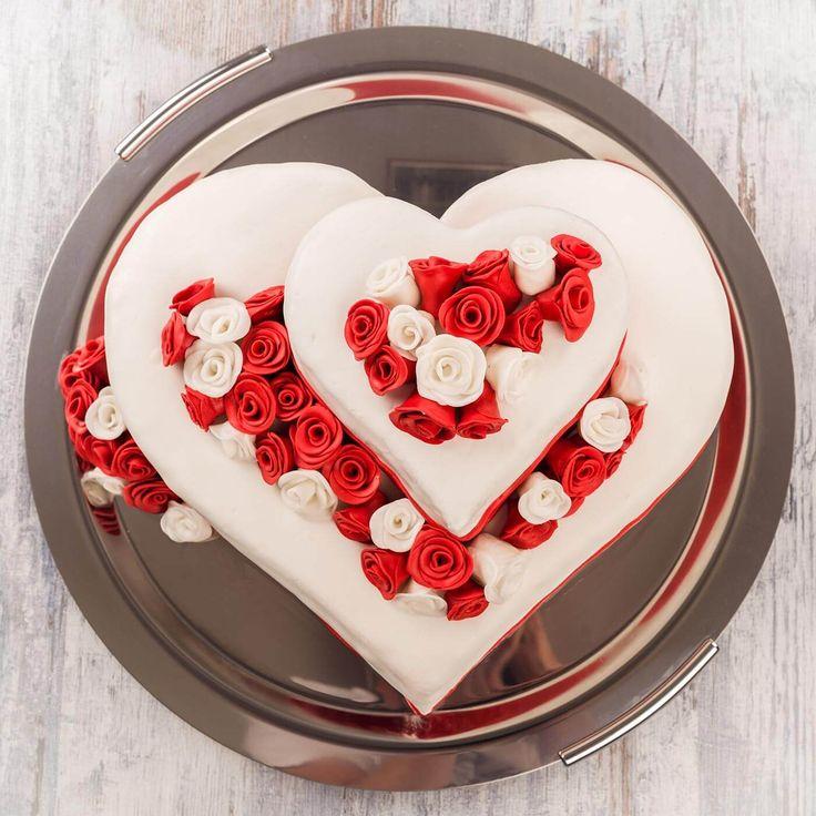 Hochzeitstorten in Herzform sind echte Eyecatcher - lasst euch von unseren Beispielen inspirieren...   Ideen & Anregungen   Tipps & Trends