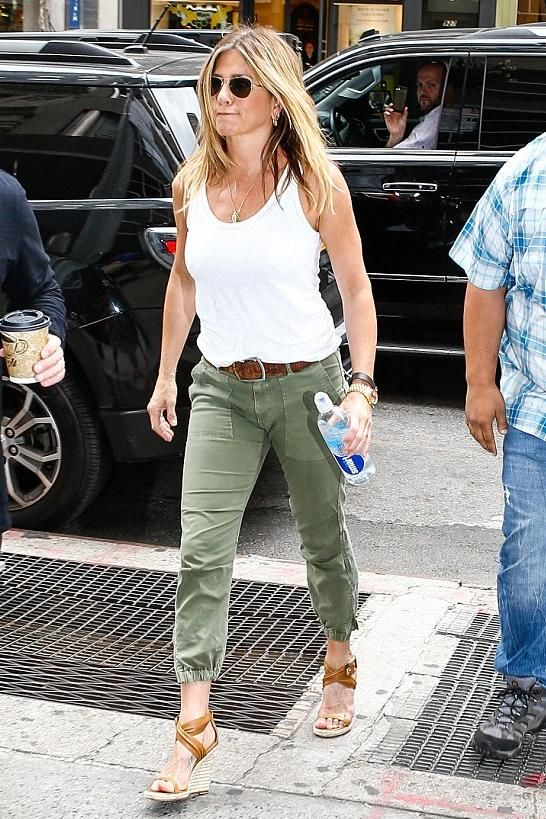 Jennifer Aniston wearing Jennifer Meyer Yellow Gold Large Leaf Pendant, the Row Hunting Bag, Nili Lotan Camo Cropped Military Pants, Burberry Catsbrook Wedges in Camel and Oliver People x The Row Executive Suite Photochromic Aviator Sunglasses