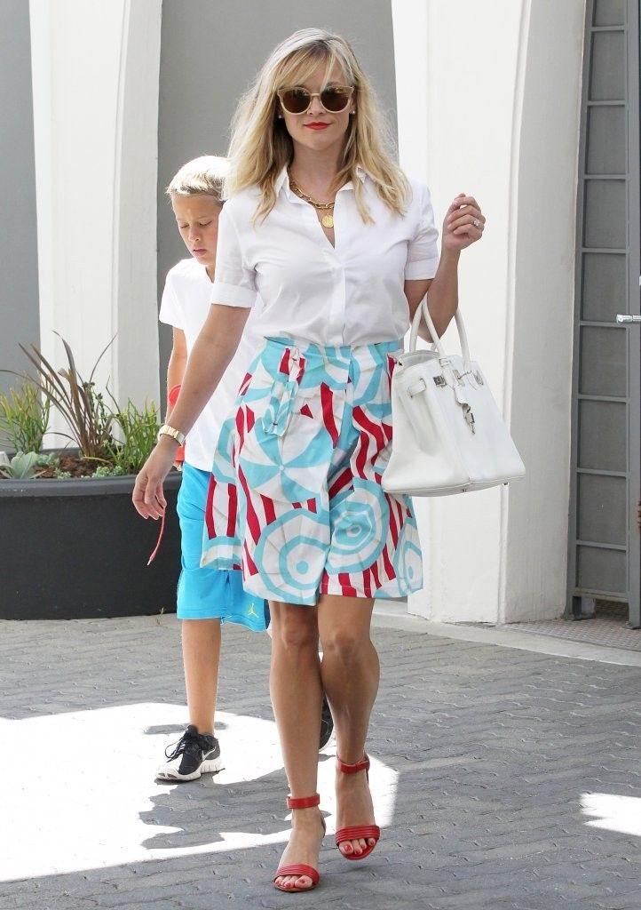 Reese Witherspoon Photos Photos - 'Don't Mess With Texas' actress Reese Witherspoon takes her son Deacon Phillippe to her office in Beverly Hills, California on August 21, 2014. Reese and her husband Jim Toth recently purchased a new home in Nashville for a modest $1.95 million. - Reese Witherspoon Visits Her Office with Deacon