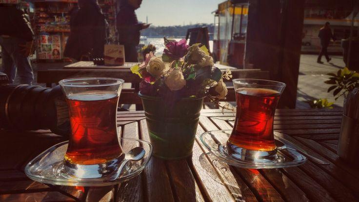 Cay var icersen, ben var seversen, yol var gidersen... :) #cay #photography #tea #istanbul #karaköy (not:foto benim cekimim)