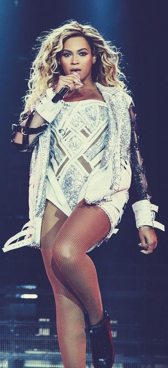Beyonce The Mrs Carter Show World Tour At LG Arena Birmingham February 23rd 2014 In Versace