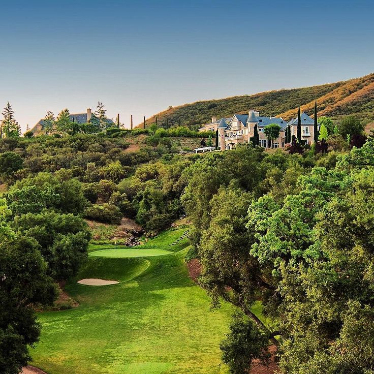 "Living ""above"" the Golf Course  #motivation #nikon #travel #travelgram #nature #naturelovers #travelphotography #photooftheday #natgeo #natgeotravel #park #forest #peace #grateful #sky #tree #relaxing #trees #pretty #photograph #sky #sunrise #landscape #pga #golf #nicklaus #realestate #luxuryhomes #luxuryrealestate #westlakevillage"