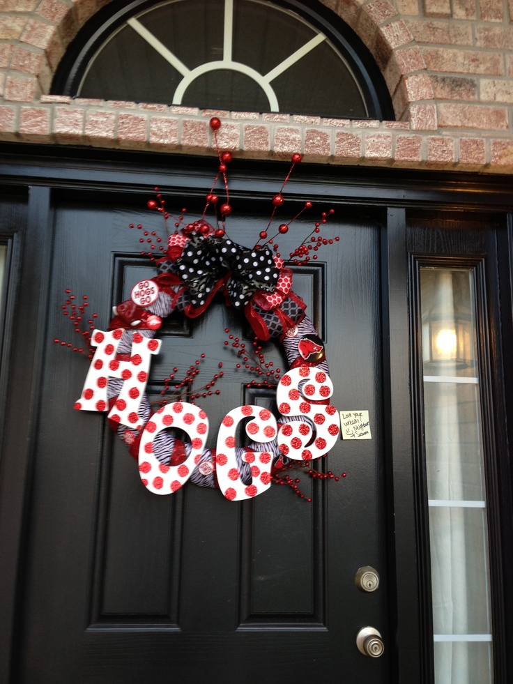 New favorite razorback wreath. My new neighbor is so creative!