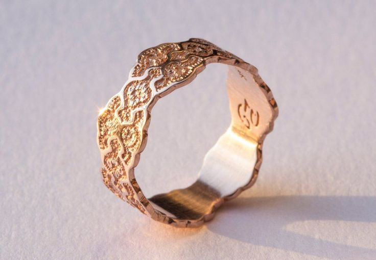 This elegant and unique made-to-order ring is crafted with a gorgeous lace pattern and measures 6 mm wide. If you do not see your ring size in the selection menu, please contact me for pricing. PROVID