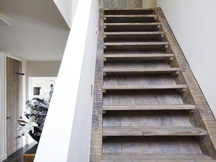 Restyle xl maakt van duurzame houtsoorten een interieur op maat waarin al uw woonwensen - Restyle houten trap ...