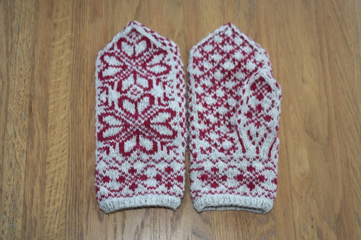 Selbumittens with rose