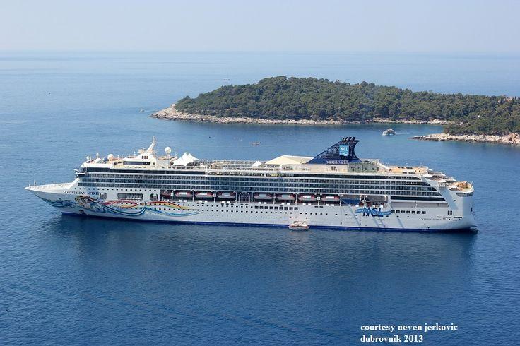 NORWEGIAN SPIRIT (at Dubrovnik 2013). Ιδιοκτησία: Norwegian Spirit Ltd. - USA. (Beneficial owner NCL Holdings - USA).Διαχείρηση: Norwegian Cruise Line - USA. Super StarLeo 1998 ~ 2004. 2004 ~ present, today's name. Παρθενικό ταξίδι στις 17/10/1998. 75.904 GT ~ 268,60 μ.μ. ~ 32,20 μ.πλάτος ~ 10 κατ/τα ~ 20 ~ 25,5 knots ~ 2.002 ~ 2.661 επ. ~ 965 ατ.πλ.