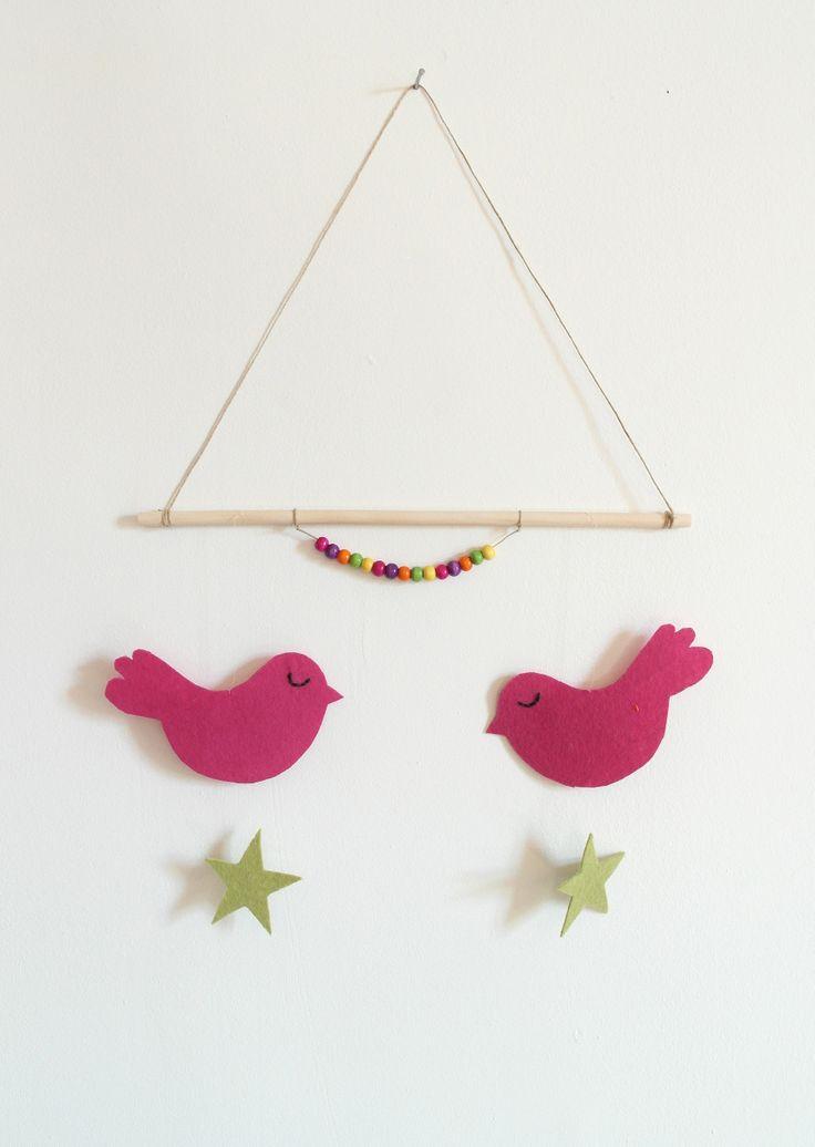 http://www.alittlemarket.com/jeux-peluches-doudous/fr_un_air_de_printemps_avec_ce_mobile_ou_plaque_de_porte_oiseaux_en_feutrine_bois_et_perles_-9386347.html?v=2