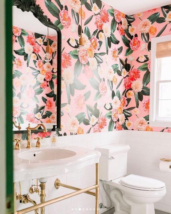 Das Flower Party Wallpaper Ist Genau So Wie Der Name Es Beschreibt Helle Blumen Und Decorationsforhome Club Bathroom Wallpaper Fabric Wallpaper Tropical Wallpaper
