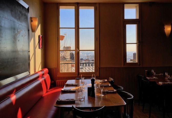 Restaurant Le Grand 8, 8, rue Lamarck Paris 75018. Envie : Bistrot. Les plus : Faim de nuit, Terrasse.