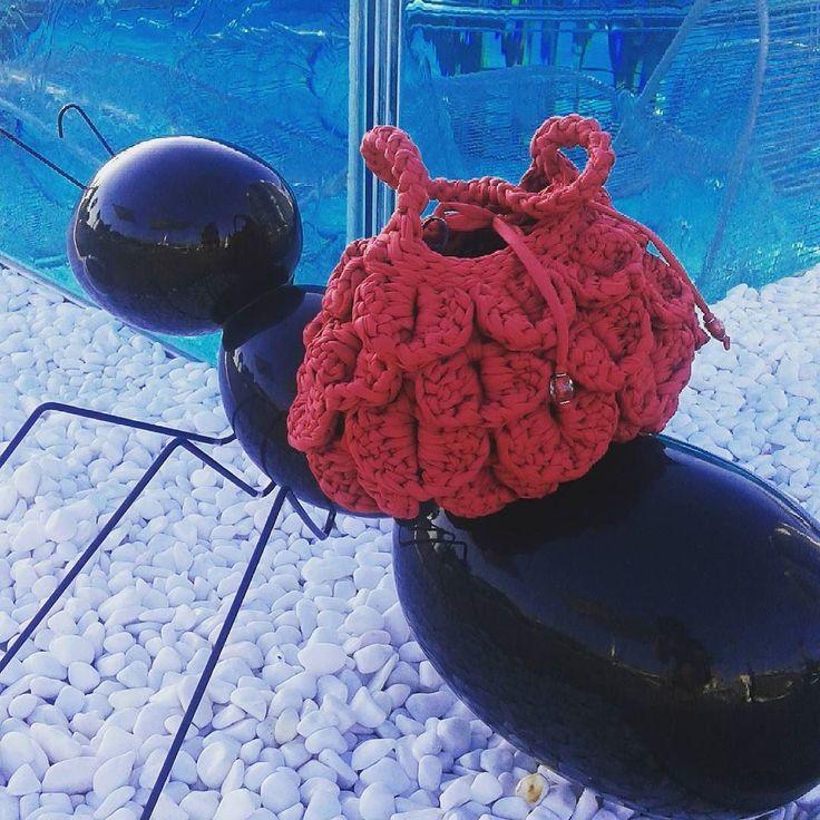 Adoro il rosso!!!! Non ne posso fare a meno! Figuriamoci nelle occasioni importanti!!!! #borsafattaamano #borseartigianali #wedding #uncinettocreativo #crochetersofinstagram #crocheting #artigianato #handmade #fattoamano #escifuoridalcoro #pernonpassareinosservate #moda #vomero #napoli #cilento by tempo_di_cambiare