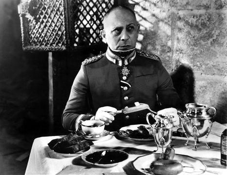 3 La gran ilusión de Jean Renoir (1937) 8,2 I punts a IMDb. És l'antecedent de l'entranyable La gran evasión: aquí retrata el dia a dia d'uns presoners francesos a un camp de concentració alemany, que volem fer un túnel per fugir del seu captiveri.