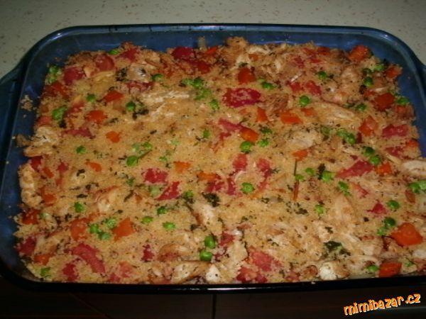 Kuřecí maso osolíme, opepříme, posypeme hrstí tymiánu a trochou kurkumy, zakápneme olivovým olejem a...