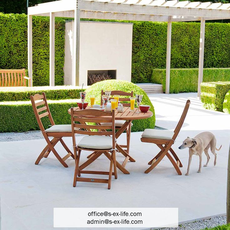 Everyone is having fun in the garden! Kids are running around and laughing, barbecue is almost ready and friends are on their way! Enjoy these moments in the garden using our Cornis folding chairs. In stock! Contact us!