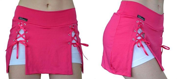 short - saia fenda na frente c/ ilhós - pink c/ shorts branco