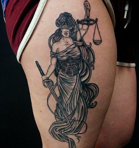 A igualdade é a justiça nas mãos de uma deusa