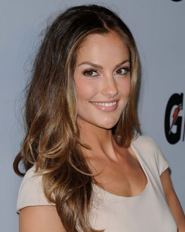 You'll Never Guess Minka Kelly's Natural Hair Color -  The Rekden Hair formula used