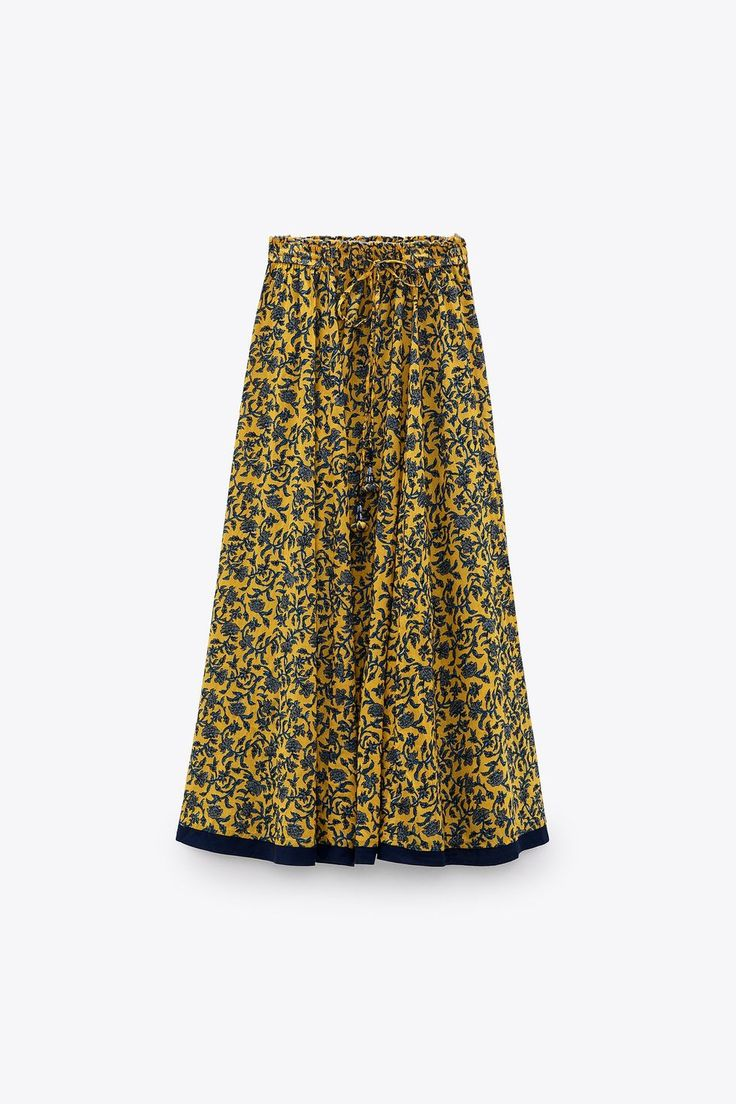 Tiene pinta de que se va a agotar. Después no digas que no te avisamos... Zara United States, Printed Skirts, Sequin Skirt, Contrast, Sequins, Prints, Fashion, Yellow, Spring