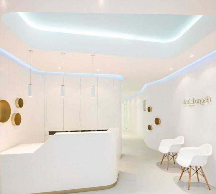 indirekte beleuchtung und minimalistische einrichtung