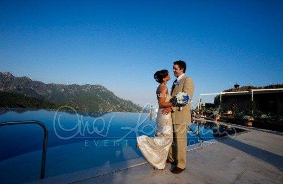 Destination wedding Ravello. Matrimonio in piscina Hotel Caruso