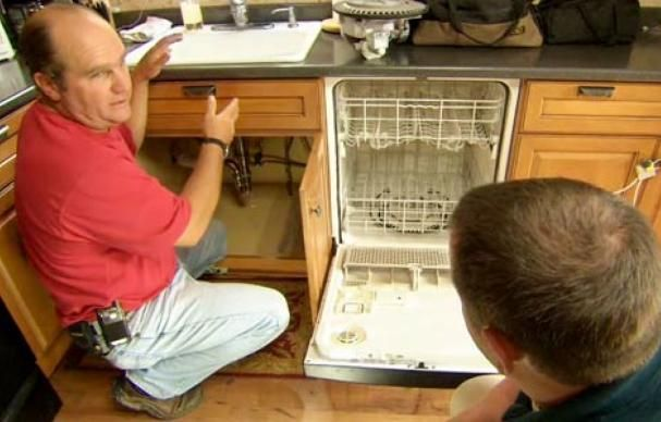 This Old House plumbing and heating expert Richard Trethewey comes up smelling sweet by installing a new discharge hose