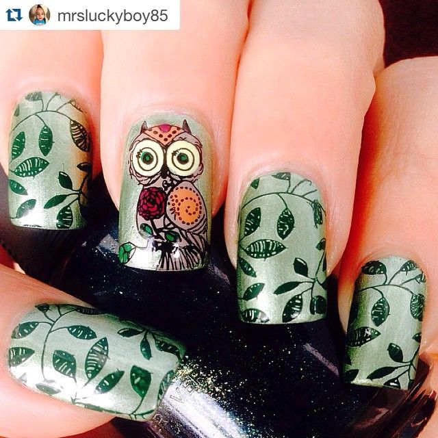 This adorable owl is from the new UberChic plate Hipster-01, really loving these new plates! The leaves are from plate 1-02. The base color is China Glaze Cherish stamped with MDU 7 Dark Green.