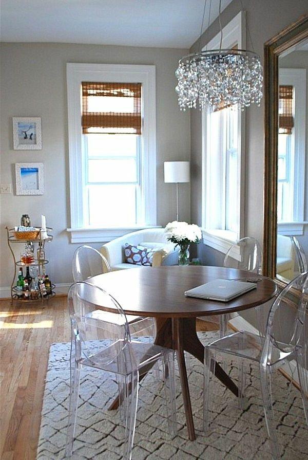 Retrouvez La Chaise Transparente Un Beau Bijou Pour Votre Interieur Chaise Transparente Table Bois Table Ronde Bois