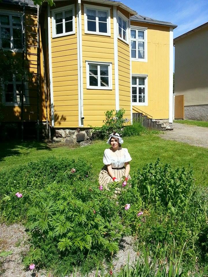 One of our summerguards Cecilia is tending to our garden. #EKTAMuseumcenter #summer #Museum #Raseborg #Raasepori #Ekenäs #Tammisaari #Borgargård #Trädgårdsskötsel #gardening