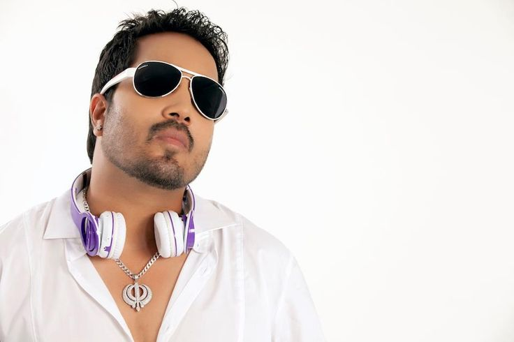 Mika Singh Biography, Age, Weight, Height, Friend, Like, Affairs, Favourite, Birthdate