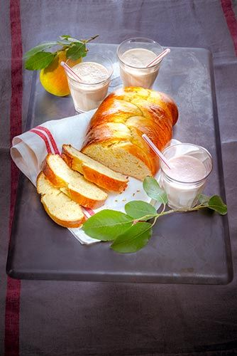 Au goûter ou au petit déjeuner, laissez vous tenter par une bricohe tréssée accompagnée d'un smoothie banane/poire.  Retouvez la recette ici : http://www.cuisinecompanion.moulinex.fr  #MarielysLorthios #Photographe #Brioche