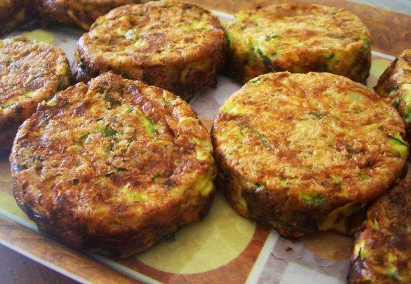 El zucchini relleno con queso es una receta económica, fácil y deliciosa para hacer en casa que puedes utilizar como guarnición o plato principal.