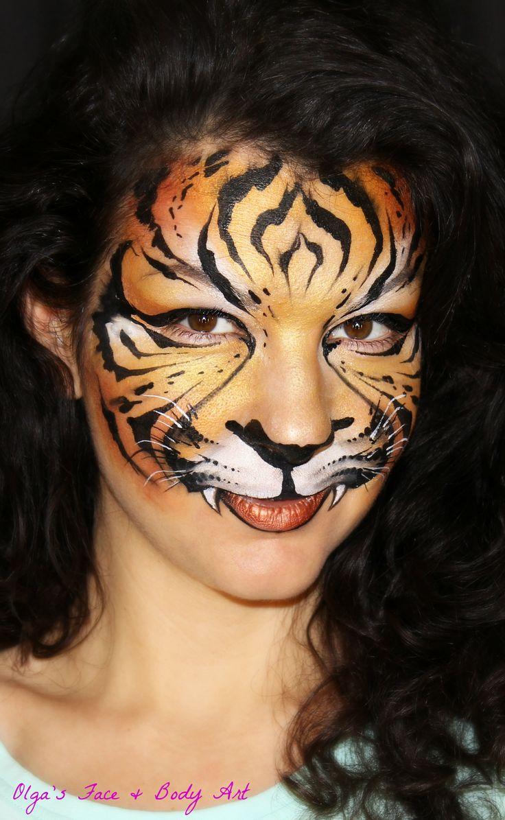 Adult face painting tiger