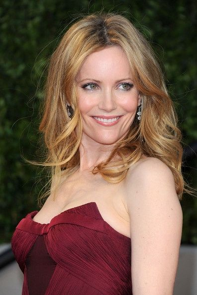 Leslie Mann Medium Curls