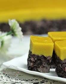 Serimuka Labu Pulut Hitam (Steamed Black Glutinous with Pumpkin Topping)