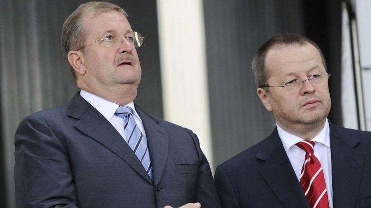 Wiedeking-und-haerter-vor-gericht http://www.bild.de/regional/stuttgart/manager-des-jahres/porsche-anklage-40622270.bild.html