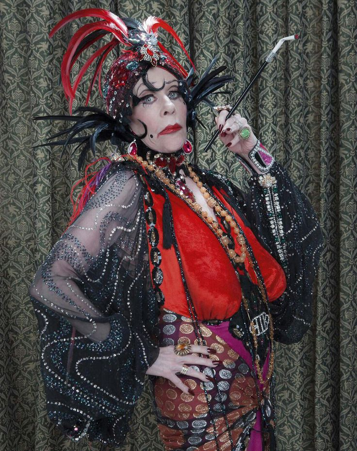 4/04/15 9:46p ''Carol Burnett Show'' spoofs Gloria Swanson as 'Nora Desmond' in a ''Sunset Boulevard'' parody that aired on the December 29, 1971 episode 1967-78 CBS esquire.com