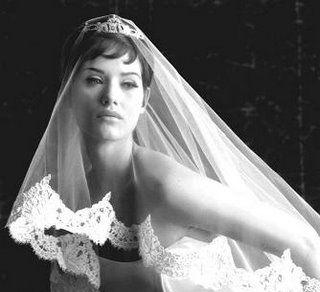 Mantilla veil #wedding #bride