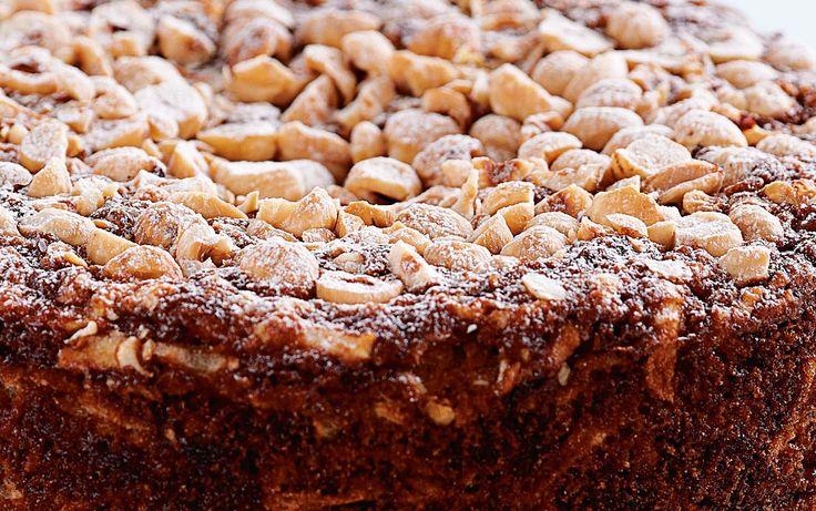Glutenvrije appeltaart -  Wanneer je een glutenvrij dieet moet volgen is dat niet tijdelijk maar heel je leven. Eet je toch gluten dan reageert je lichaam daar onmiddellijk op want ook een klein beetje beschadigt je dunne darm. Dus is het oppassen want het zit in heel veel producten.  Toch hoeft zonallergie voor tarwe of gluten jeer niet van te weerhouden om te genieten van lekker eten. Je kunt zelfs taarten bakken als je maar glutenvrije bloem gebruikt.Deze appeltaart is kruidiger dan de…