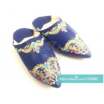 Babuchas de cuero vegetal con bordado tradicional en seda. Suela reforzada.   https://bloombees.com/234DC?referrer=ios&source=clipboard&lang=es  #sandals #ootd #sandalias #instadaily #instagood #summer #actitud #moroccan #morocco #beautiful #handmade #artesania #cuero #regalos #calzado #zapatos #leather #shoes #marruecos #complementos #likeforlike #desing #like4like #nature #boho #style #moda #tendencia #fashion