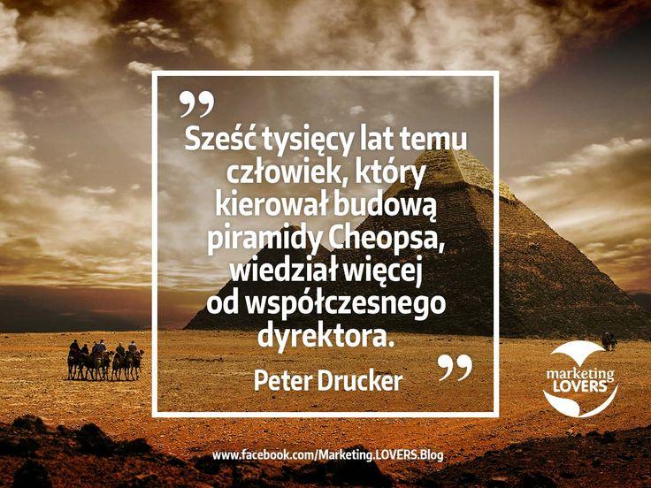 Z całą pewnością sześć tysięcy lat temu człowiek, który kierował budową piramidy Cheopsa, wiedział więcej od współczesnego dyrektora Peter Drucker #cytaty #marketing #studioform #badania #konsument