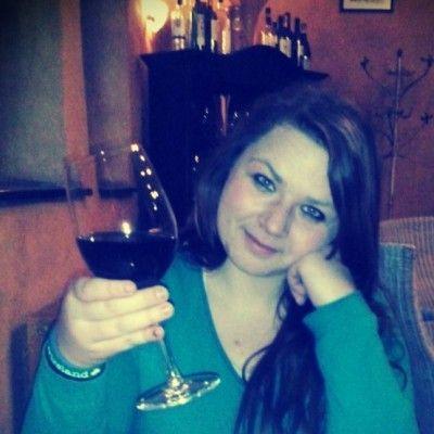 21 letá mladá žena z Frýdu-Místku hledá muže (sympaťáka) ve věku 20 - 27 let na vážný vztah.