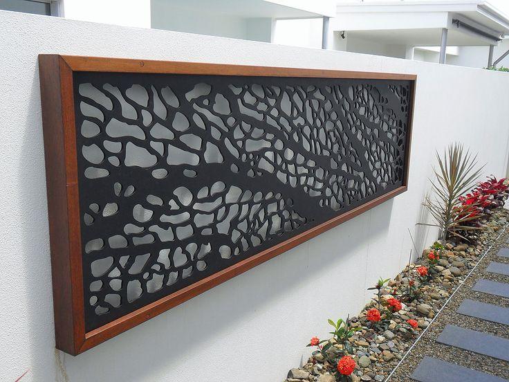 Valorizar a grama, plantas e árvores que compõe um jardim, os metais cortados em plasma são utilizandos para realçar o ambiente ficando mais atrativo e bonito.