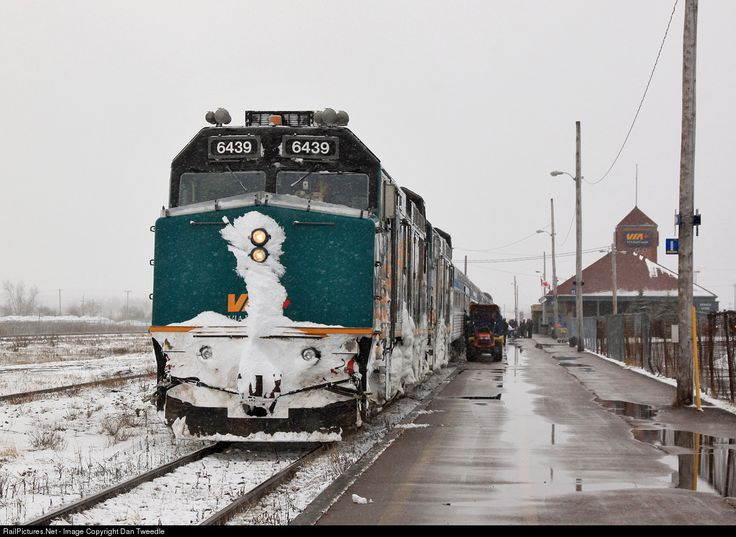 RailPictures.Net Photo: VIA 6439 VIA Rail EMD F40PH-3 at Moncton, New Brunswick, Canada by Dan Tweedle