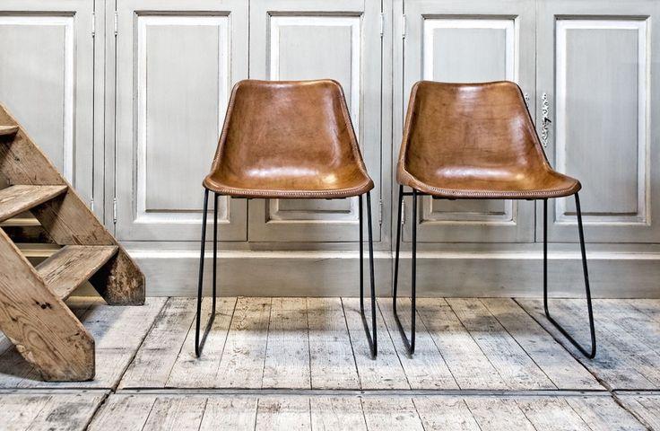 Bruine stoel leder Argentijns - Handgemaakt - Metalen poten - Argentinian design chair in brown leather with metal base - Sol y Luna - #woontheater