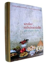 Why do I have to leave this back to the library? 'Under valnötsträdet' is an incredibly beautiful cookbook with tons of mouthwatering recipes organized after key ingredient (avocado, chili, herbs, ginger, vanilla etc.).
