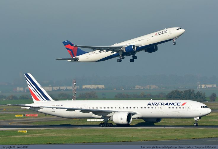 Air France Boeing 777-300 FGZNF at Paris Charles de Gaulle